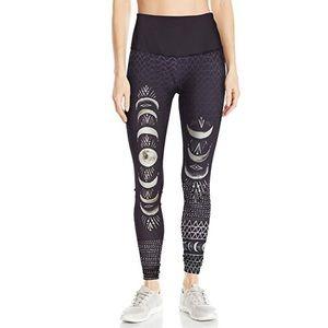 Like new black Onzie graphic high rise legging